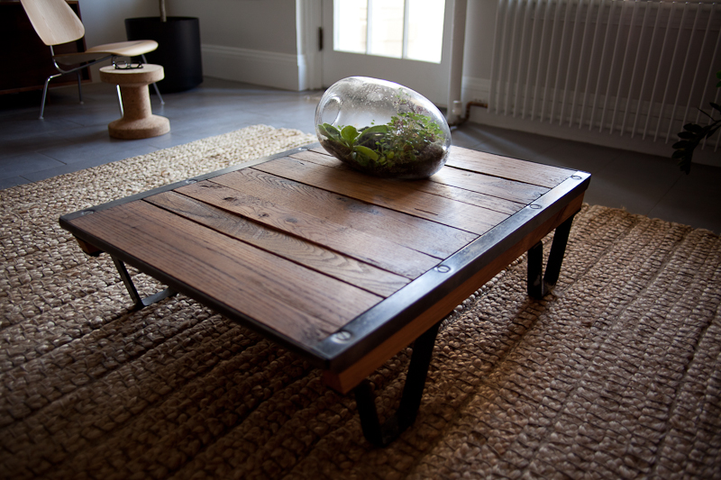 High Quality An Antique Oak Pallet Gets A New Life As A Coffee Table. The Boards And  Rusted Cast Iron Framing, Once Covered In Oil And Friction Tape, Have Been  Cleaned ...
